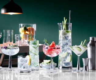 5 Summer Cocktails to Wow Guests and How to Serve Them