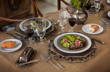 What is Pewter Dinnerware?