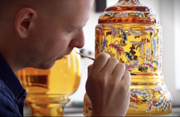 The Making of Crystal Glass: Moser Glass' Satisfyingly Mesmerizing Handcrafting Technique