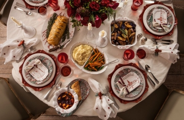 The Most Elegant Christmas Dinnerware to End 2020 In Style